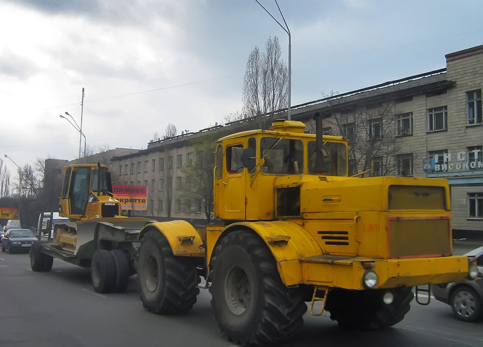 Tractor with semitrailer (load cap. 40 tons)
